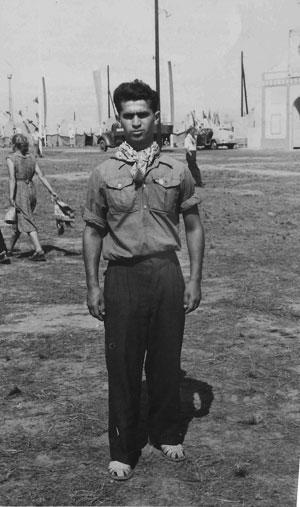 אלכס פרלמן, במחנה נוער, שכנראה אורגן על ידי הסוכנות היהודית, פולין 1955, כשנתיים לפני שעלה לארץ