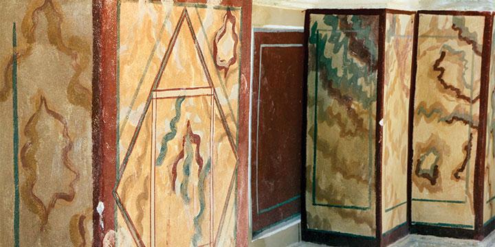 שיחזור סטוקו דמוי שיש במדרגה התחתונה של הארמון הצפוני