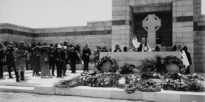 טקס ההקדשה של בית הקברות הצבאי הבריטי בעזה